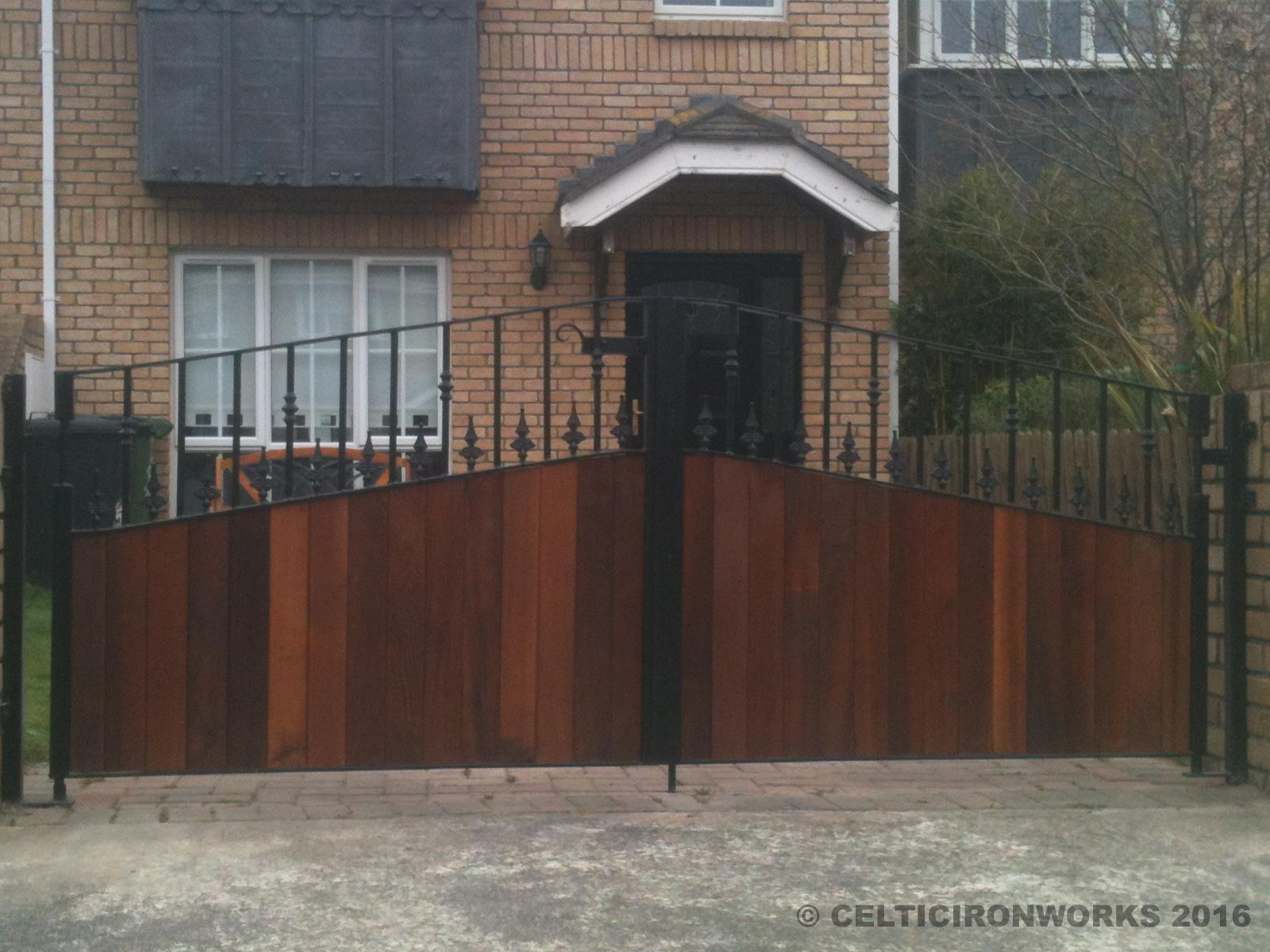 Wooden Gate Design Showroom 012